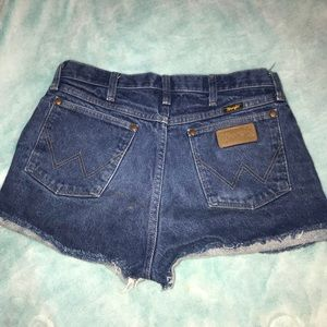 Wrangler high wasted jean shorts!!
